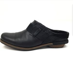 Patagonia Addie Black Leather Distressed Clogs